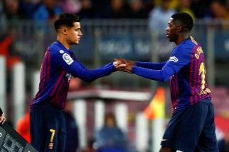 El Camp Nou recibe con pitos a Coutinho tras su polémico gesto contra el Manchester United