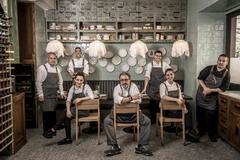 Equipo de cocina del restaurante la Cocina de Frente.