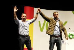 Santiago Abascal y el candidato de Vox por Albacete Rafael Fernández Lomana en un mitin en la ciudad manchega.
