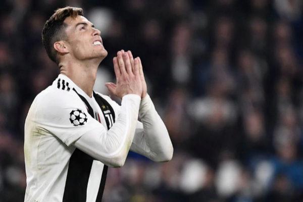 Cristiano Ronaldo se lamenta tras caer ante el Ajax.