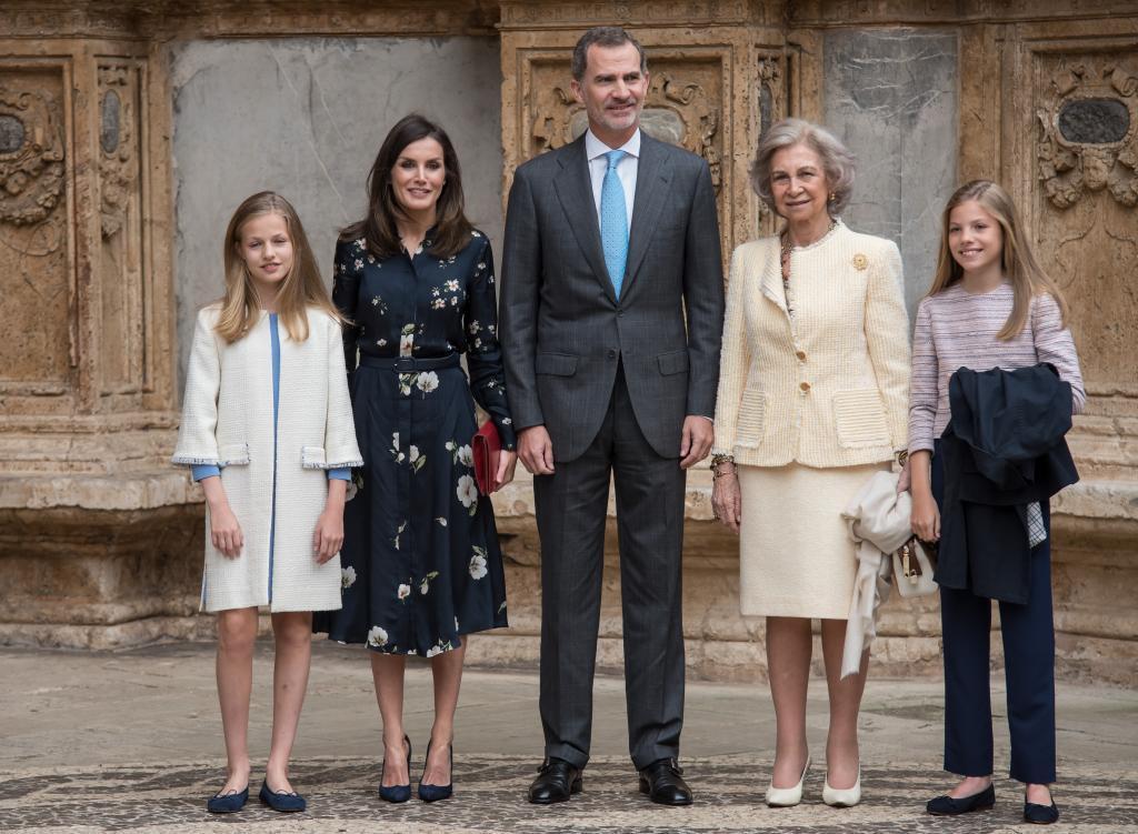 La Familia Real posa en la entrada de la Catedral.