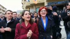 Inés Arrimadas es increpada en el pueblo de la ex consejera Dolors Bassa