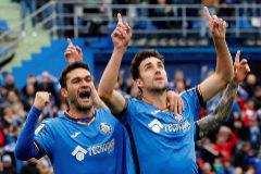 GRAF5027. MADRID (GETAFE).- Los jugadores del Getafe Jaime Mata (d) y su compañero <HIT>Jorge</HIT> <HIT>Molina</HIT> (i) celebran un gol contra el Sevilla, durante el partido correspondiente a la trigésimo tercera jornada de Liga, disputado en el Coliseum Alfonso Pérez, en Getafe.
