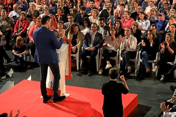 El líder socialista Pedro Sánchez en su mitin del miércoles en Palma.
