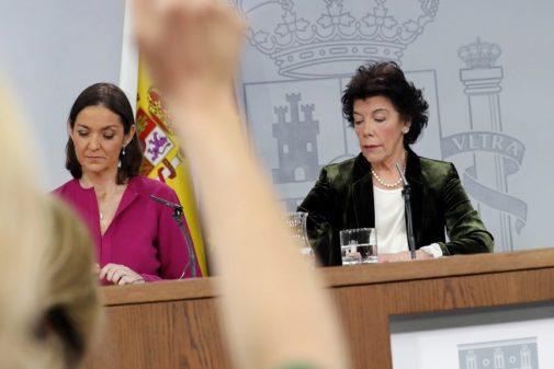 La ministra de Industria, Reyes Maroto, y la de Educación, Isabel Celáa.