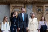 Los Reyes, sus hijas y Doña Sofía, en  la misa de Pascua