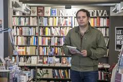 El fundado de la librería Pynchon&Co, Manuel Asín. La librería cuanta con cerca de 12.000 ejemplares.