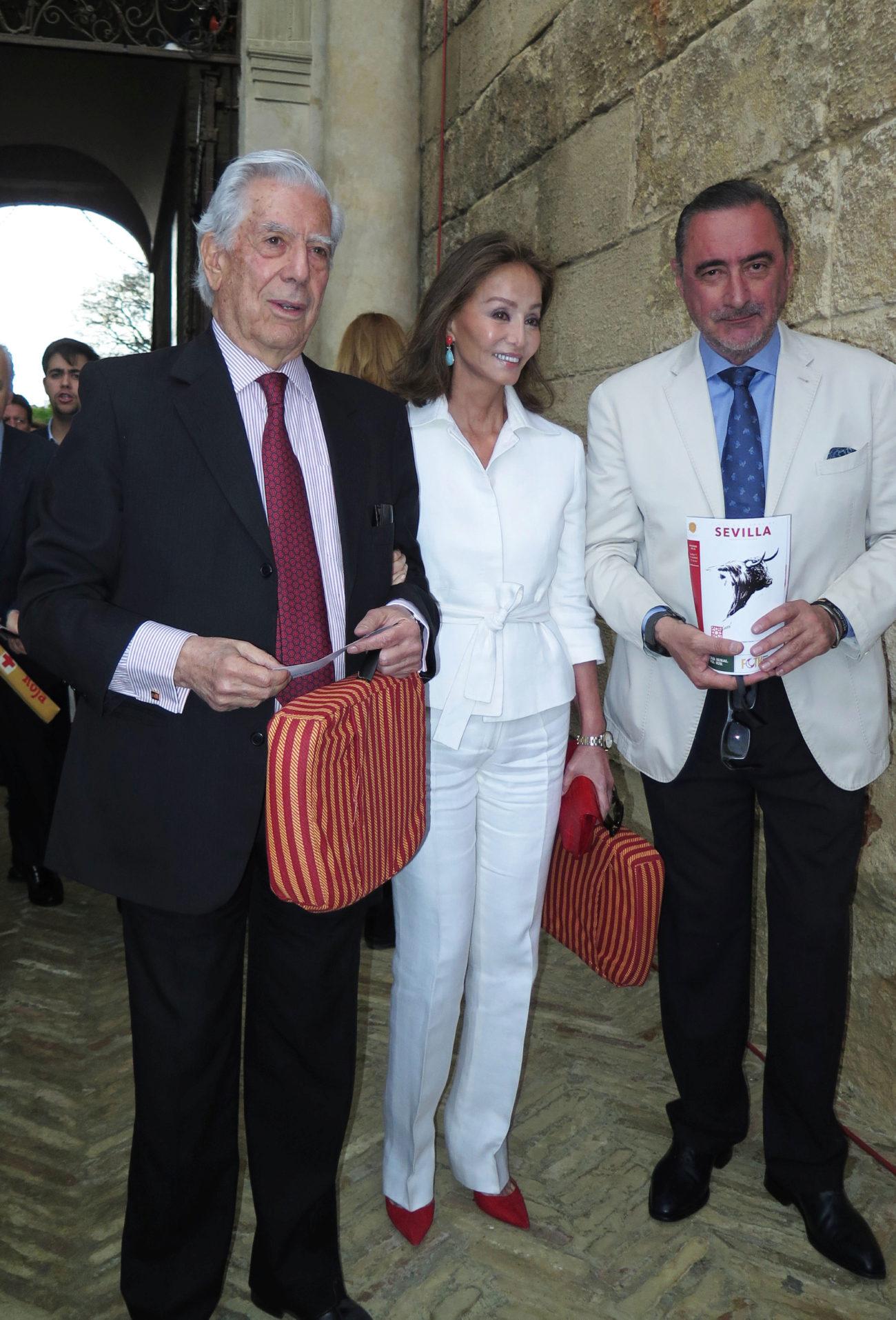 Mario Vargas Llosa, Isabel Preysler y Carlos Herrera.