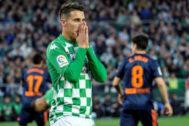 Tello se lamenta de una ocasión fallada ante el Valencia.