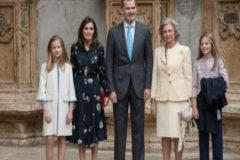 Los Reyes, sus hijas y Doña Sofía en la misa de Pascua sin tensiones