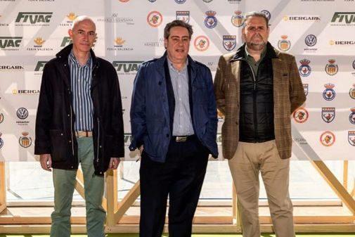 José Gosálbez (izqda.) junto a José María Llanos y Ximo Díaz el pasado 8 de abril en el Salón de la Caza FIVAC.