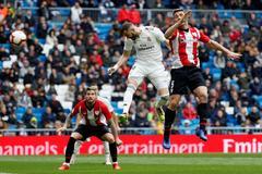Benzema marca su primer gol ante el Athletic.