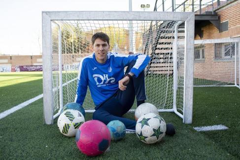 El entrenador más joven de la historia del fútbol español: de los videojuegos al banquillo...
