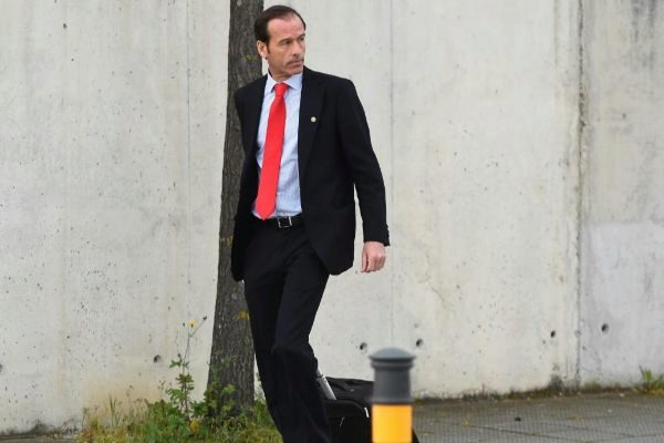 El inspector del Banco de España, José Antonio Casaus, sale de la Audiencia Nacional.