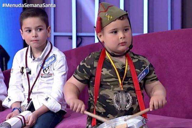 Juan, el niño legionario que apareció en Menuda Noche y cantó El...
