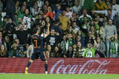 Guedes celebra el gol 4.500 del Valencia en Liga, el primero que le marcó al Betis.