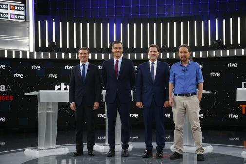 Pablo Casado, Pedro Sánchez, Albert Rivera y Pablo Iglesias, en el plató de RTVE antes del debate.