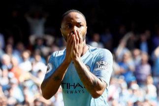 Sterling pagará el funeral de un joven futbolista que murió a los 13 años de leucemia