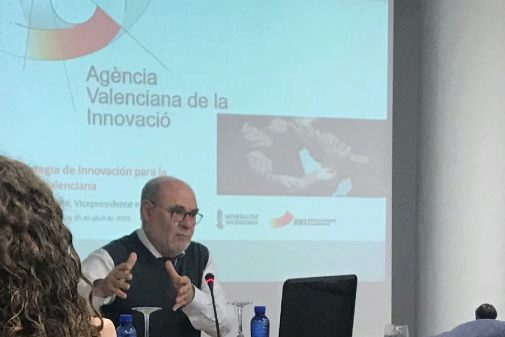 El director de la Agència Valenciana de la Innovació (AVI), Andrés García Reche, en una exposición.