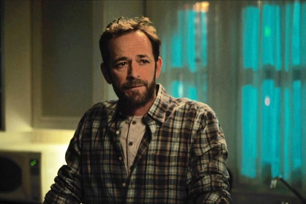Luke Perry interpretaba a Fred Andrews en Riverdale, personaje que...