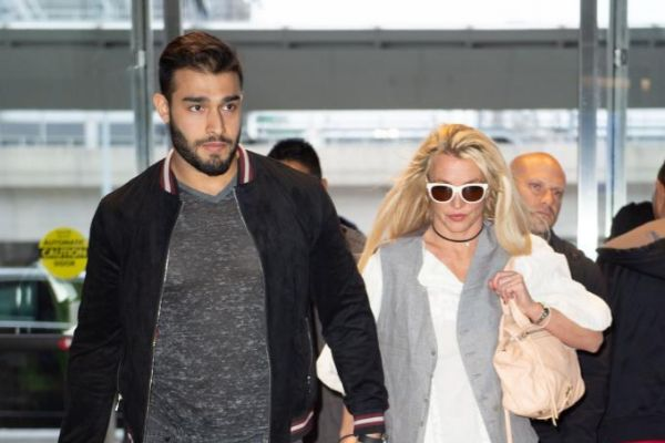 La cantante con su novio, Sam Asghari, el año pasado.