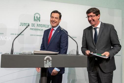 Juanma Moreno y Juan Marín, sonrientes, en la comparecencia de este martes tras el consejo de gobierno.