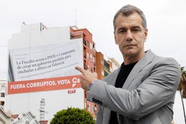 """Cs cuelga una gran lona que denuncia a los """"enchufados"""" del PSPV y Compromís"""