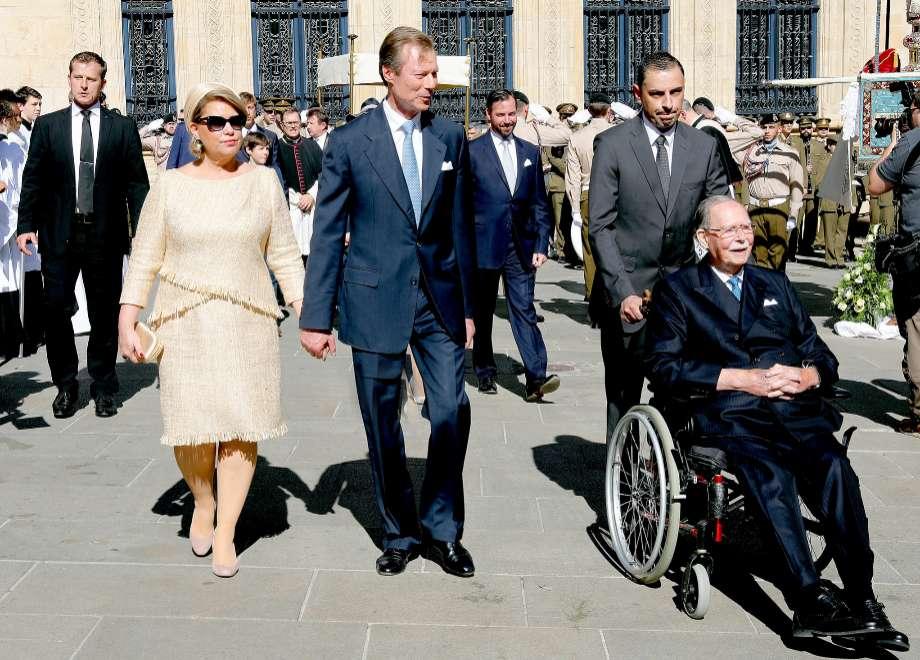De izquierda a derecha, María Teresa, el duque Henri y Juan de...