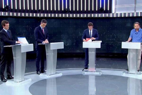 Los cuatro candidatos durante el debate.