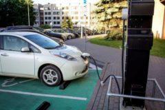 Punto de recarga eléctrica de vehículos.