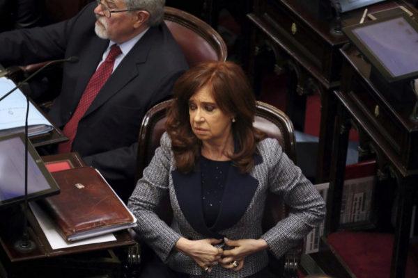 Cristina Fernández de Kirchner asiste a una sesión en el Senado de Buenos Aires, en 2018.
