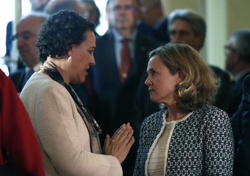 Magdalena Valerio, ministra de Trabajo, junto a la ministra de Economía, Nadia Calviño.