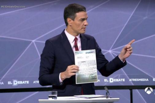 Pedro Sánchez se dirige a Albert Rivera durante el debate