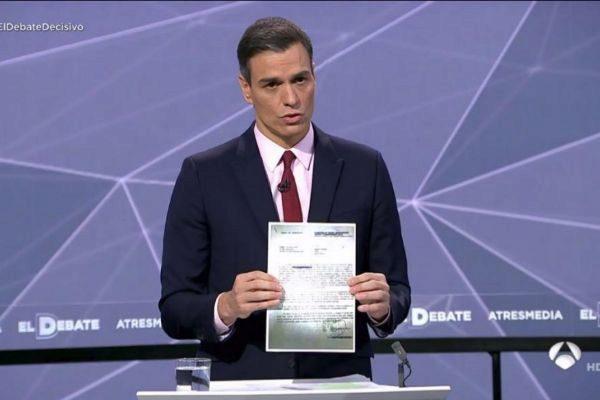 Pedro Sánchez baja al barro