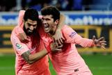 Suárez y Aleñá celebran uno de los goles ante el Alavés.