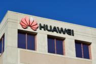 Detalle del logotipo de Huawei en su sede de Shenzen