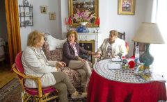 Tres mujeres en un programa que lucha contra la soledad
