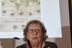 La historiadora Enriqueta Vila, durante su conferencia.