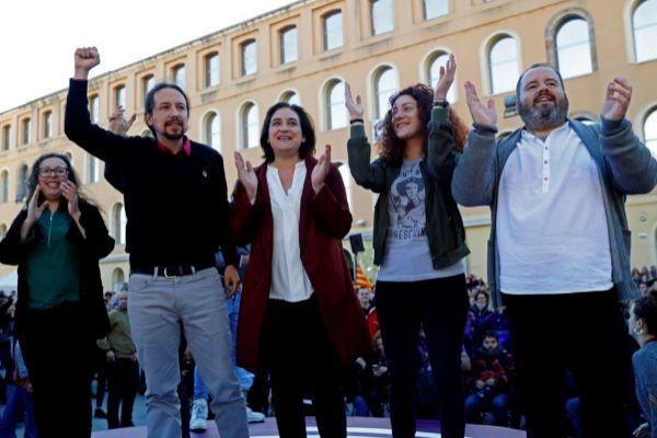 GRAFCAT7798. BARCELONA.- El candidato de Unidas Podemos a la presidencia del Gobierno, Pablo <HIT>Iglesias</HIT> (2I), junto a la alcaldesa de Barcelona, Ada Colau (c), y otros candidatos, durante su participacion en el acto central de campaña de En Comú-Podem este miércoles en Barcelona.