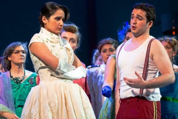 Sara Blanch y Xabier Anduaga durante el ensayo general de L'elisir d'amore.
