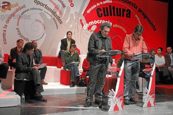 Joaquín Sabina, Miguel Ríos y varias personalidades de la cultura participan en un acto de 2009.