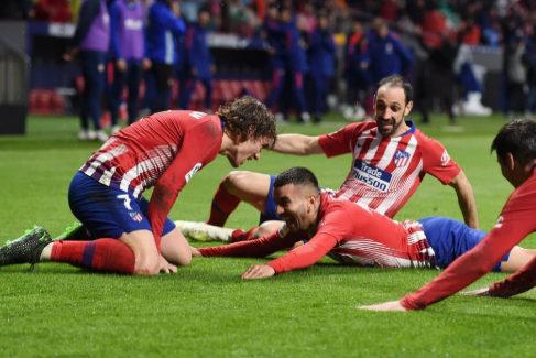 El Atlético se agarra a la locura para retrasar el cierre