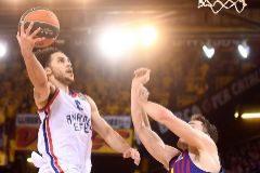 Larkin humilla al Barça y le aleja de la Final Four