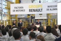 Pedro Sánchez visita a la factoría de Reanult en Valladolid