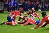 El Atlético se agarra a la locura para aplazar el final