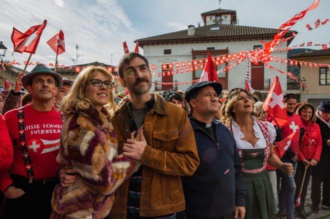 Plazaola, junto a Maggie Civantos, Secun de la Rosa y Maribel Salas.