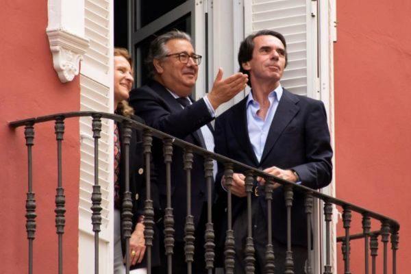 Juan Ignacio Zoido, con José María Aznar en Sevilla durante esta pasada Semana Santa.