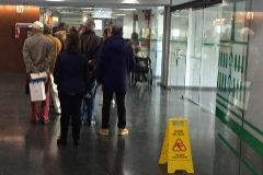 Colas en la zona de extracciones del Provincial a primera hora de la mañana