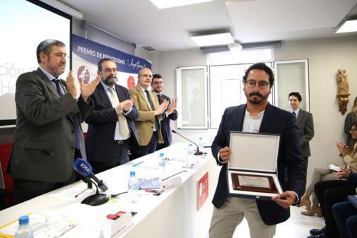 El corresponsal en Oriente Próximo del diario EL MUNDO, Francisco Carrión Molina, tras recoger su premio.