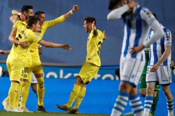 Los futbolistas del Villarreal festejan el 0-1 en Anoeta.